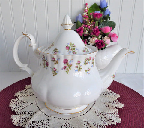 Teapot Royal Albert Winsome Large 40 Ounces English 1966-1970s Floral Bands