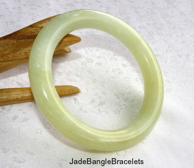 """Calming"" Classic Round Chinese Jade Bangle Bracelet 67mm (JBB3339)"