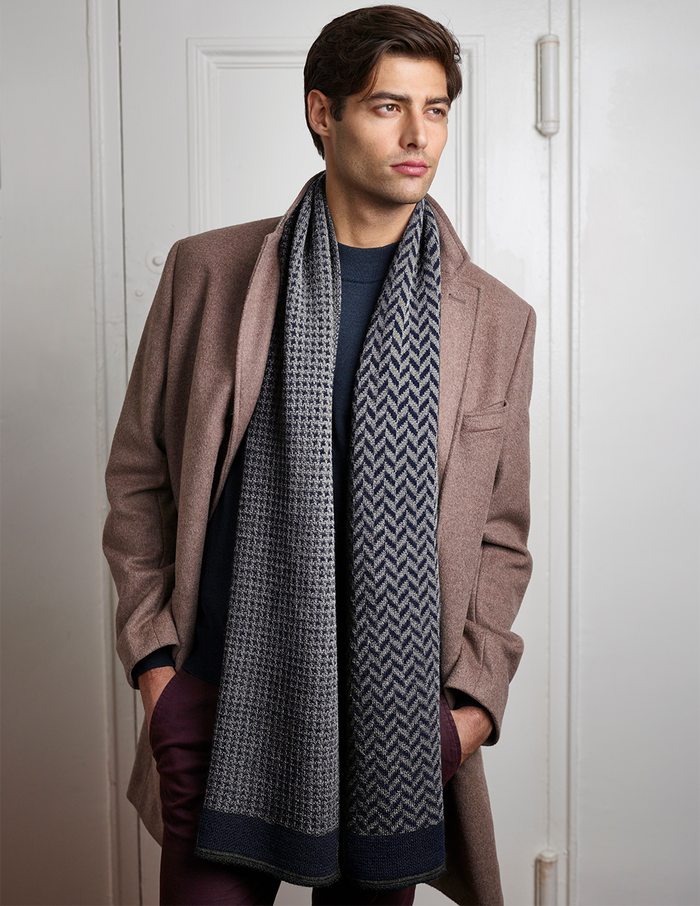Hudson Scarf in Navy/Gray
