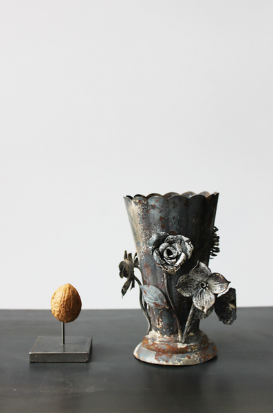 Metal rust flower vase
