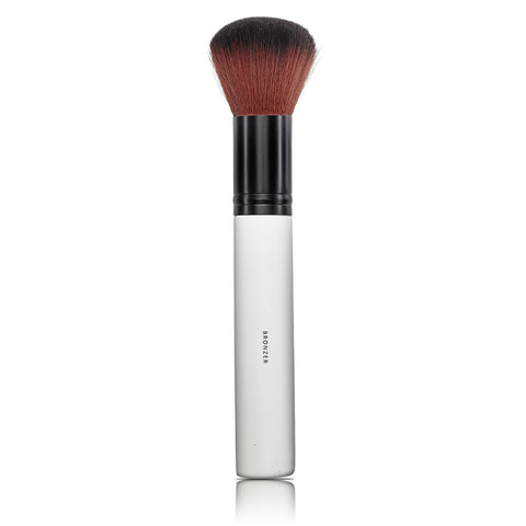 BRONZER BRUSH <br> Soft, dense bristles for applying bronzer or shimmer