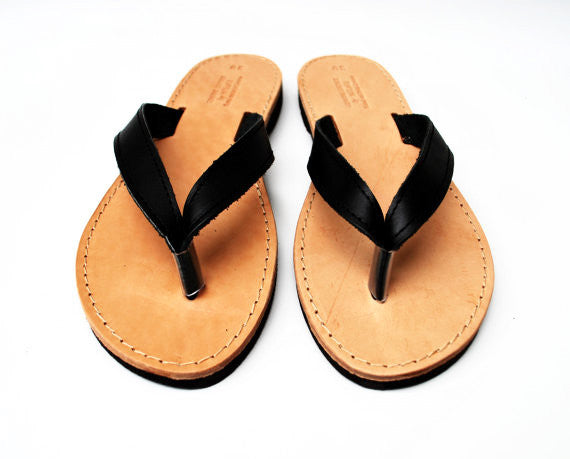 Women flip flops in black