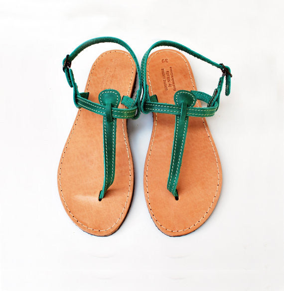 T strap leather sandals in green