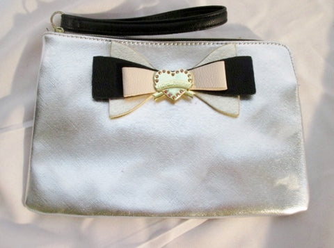BETSEY JOHNSON Wristlet Clutch Evening Bag SILVER Purse Pouch BOW HEART