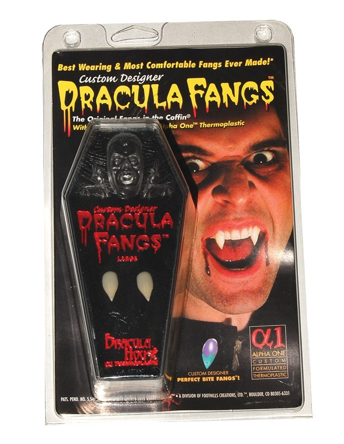 Morris Fangs Carded Vampire Coffin - MaxWigs