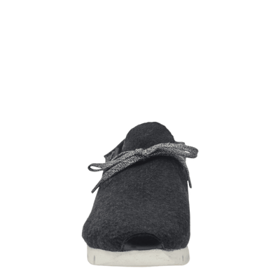Womens wool sneaker radius in charcoal front view