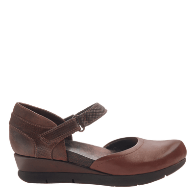 Companion women's wedge in Oak side view