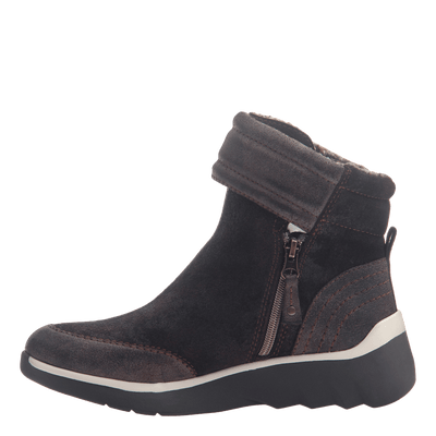 Women's cold weather boot the outing in dark brown inside view