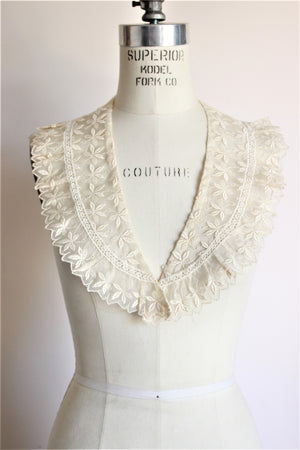 Vintage Early 1900s Collar in Ivory Lace
