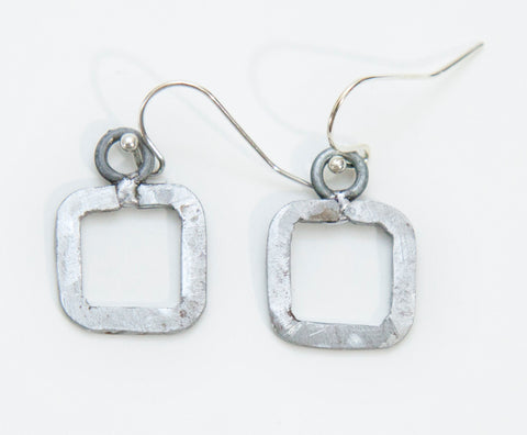 Mini square earrings