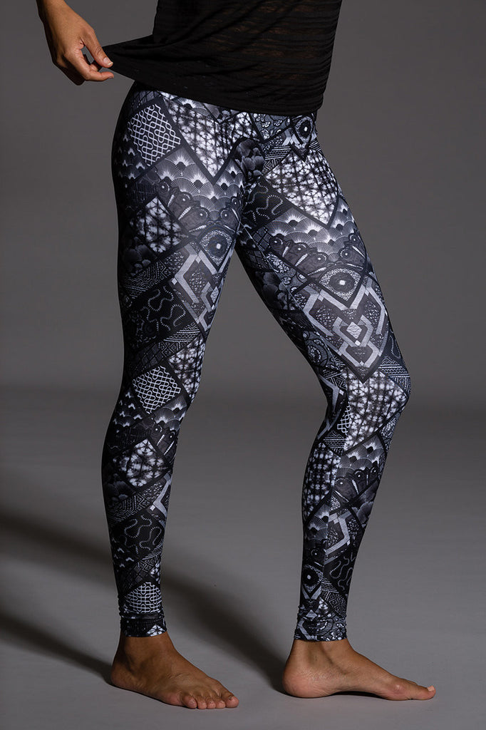Noir - Graphic Long Legging by Onzie Flow, Onzie - Pronounce Activewear