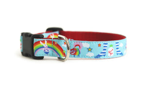 Dog collar in light blue with the Cheshire Cat, White Rabbit, Absolem the Caterpillar and rainbows