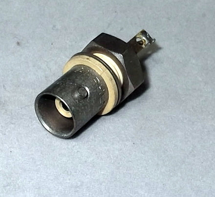 Amphenol BNC Connector Receptacle, 31-10 Female Socket 50 Ohm Panel Mount Solder Cup