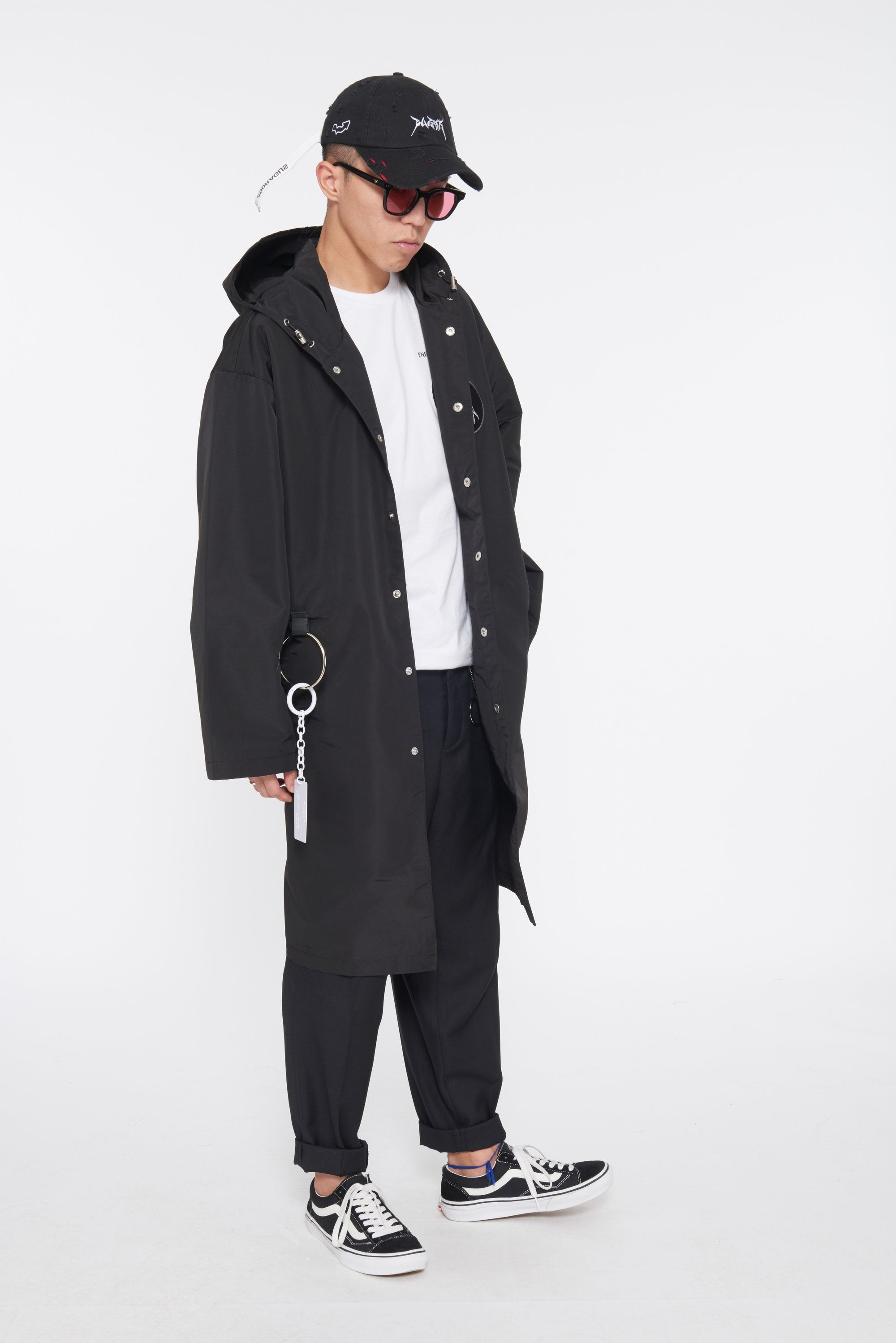UNINTERESTED LONG COAT - BLACK