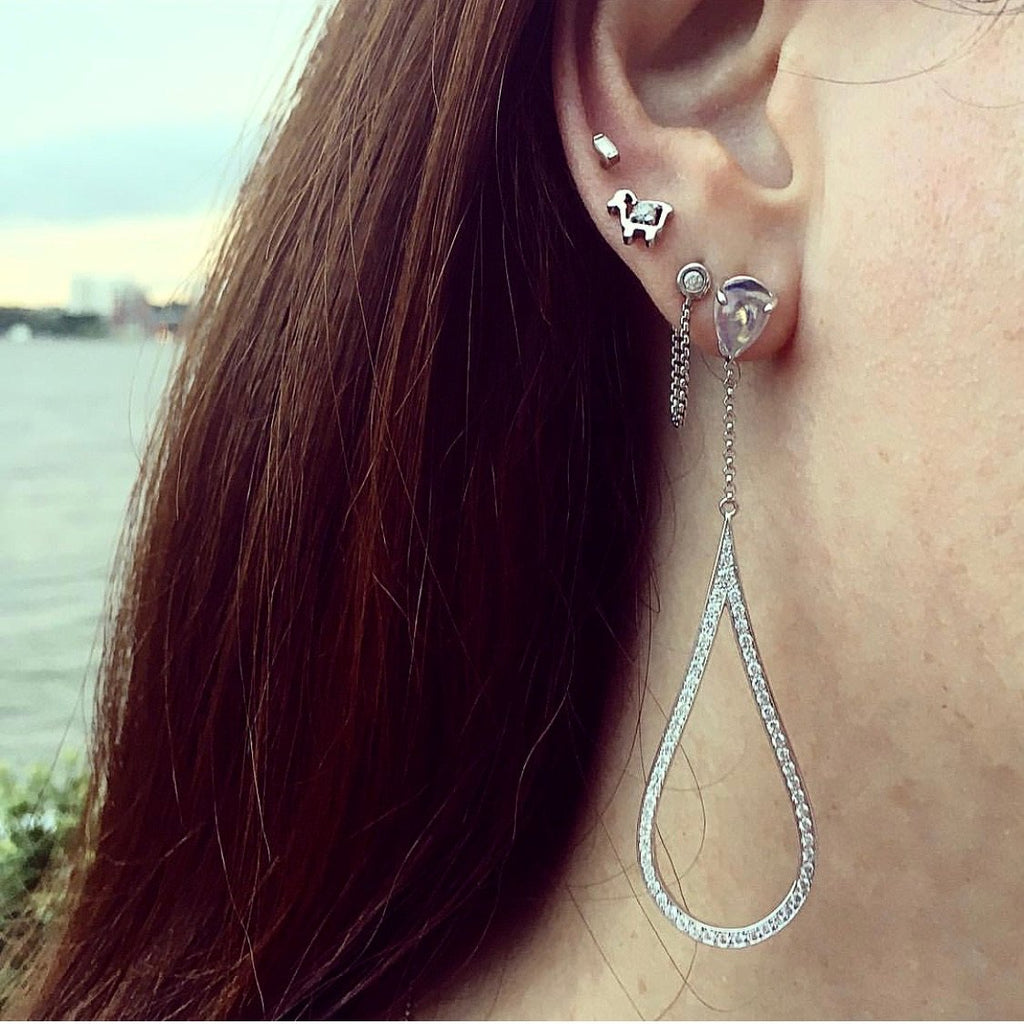 18K White Gold Teardrop Glamour Earrings