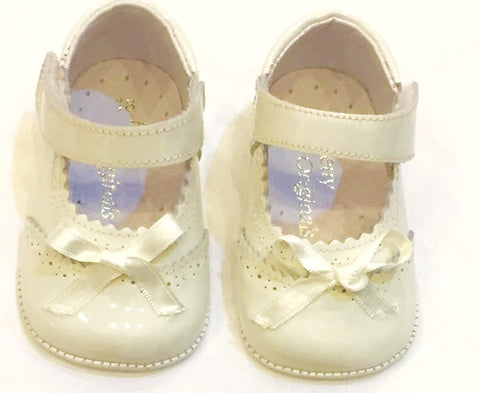 Cream Pram Shoes With Bow