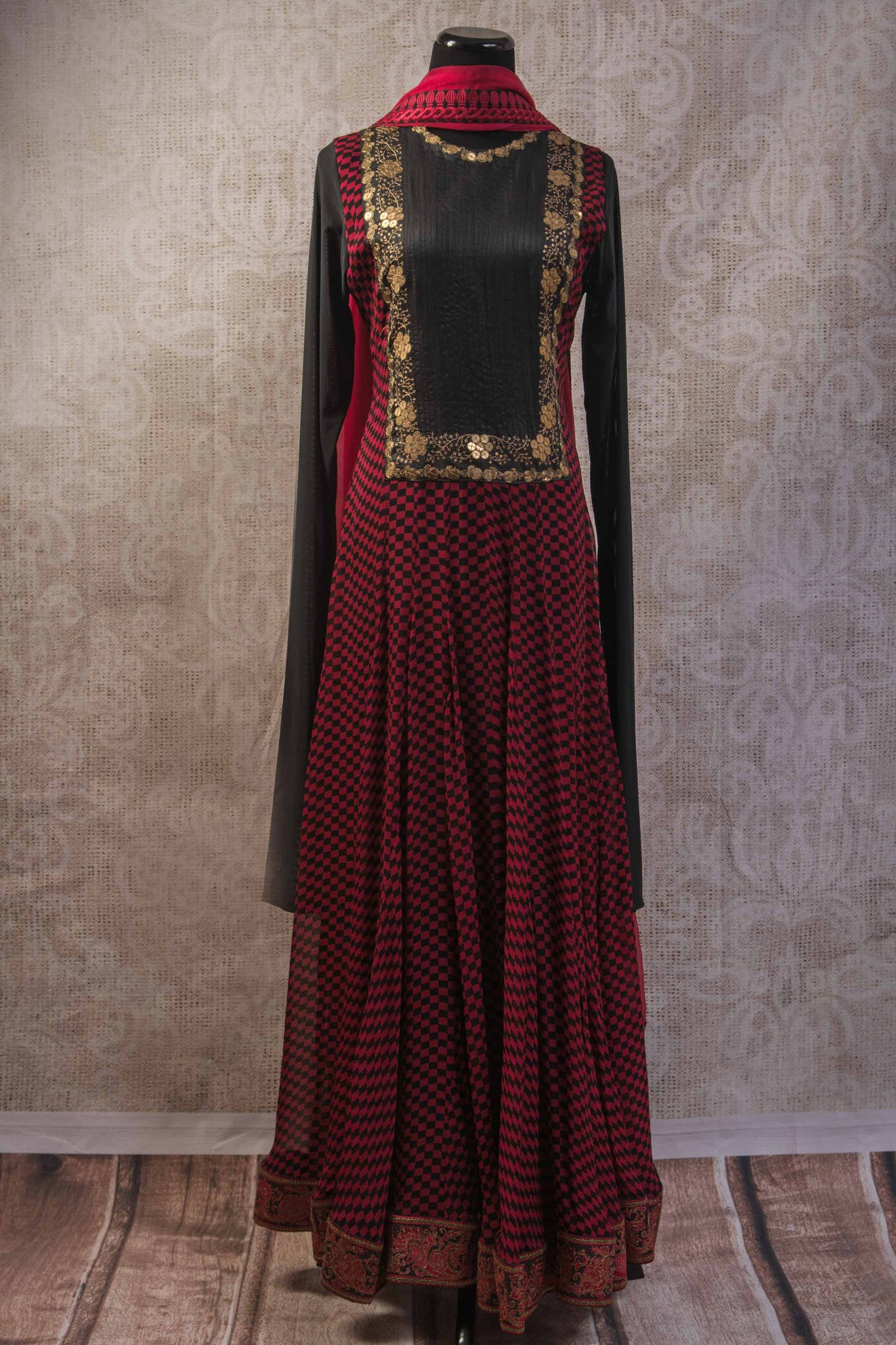 500942-suit-long-sleeve-red-black-geometric-pattern-with-gold-embroidery-and-scarf