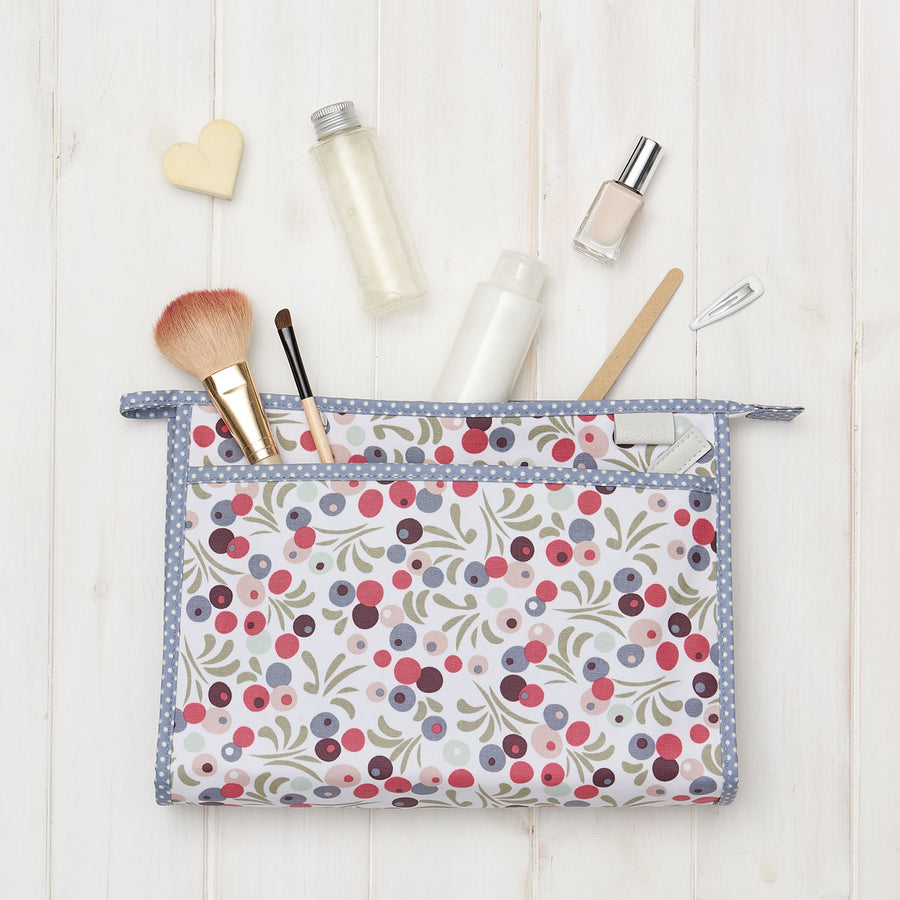 travel wash bag with elasticated pockets and pull zip in tilbury smoke print