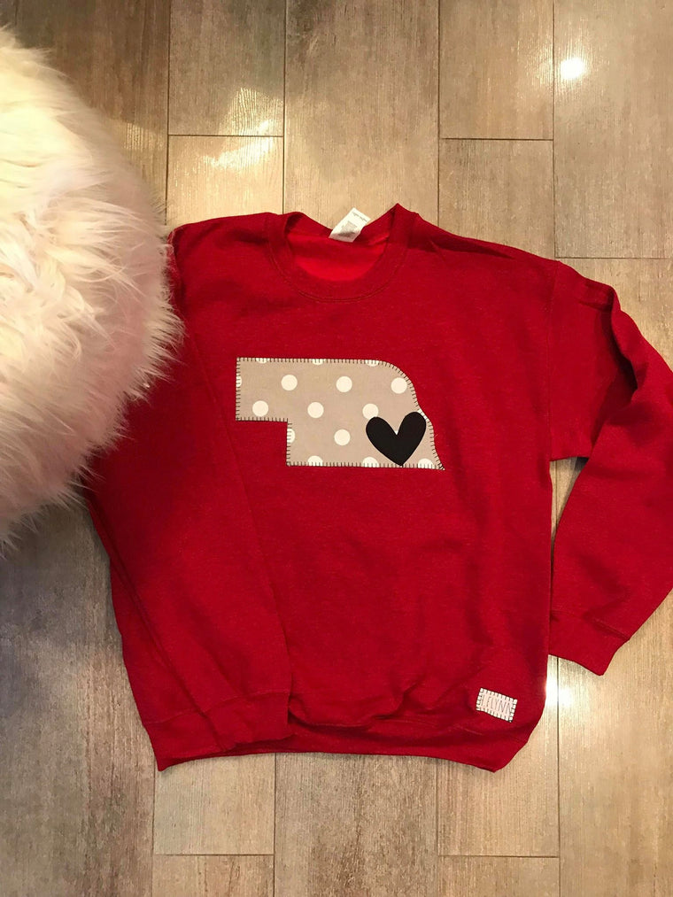 DARK RED CREWNECK WITH POLKA STATE AND HEART