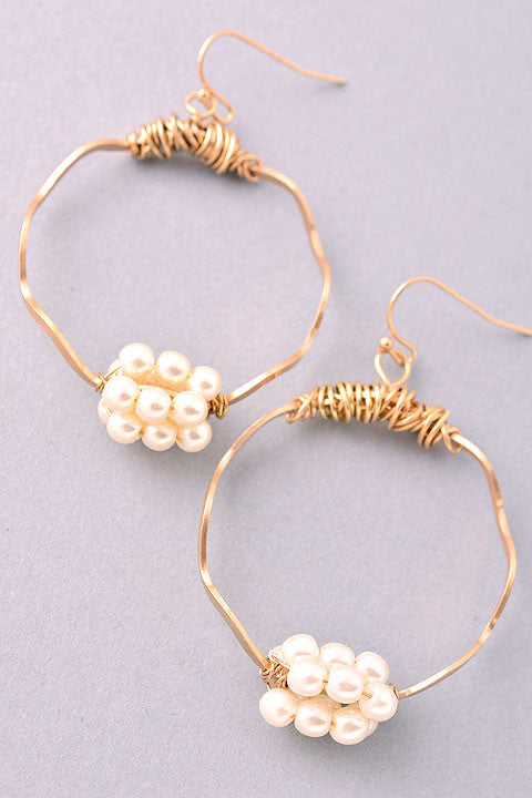 twisted wire hoop earrings with pearls