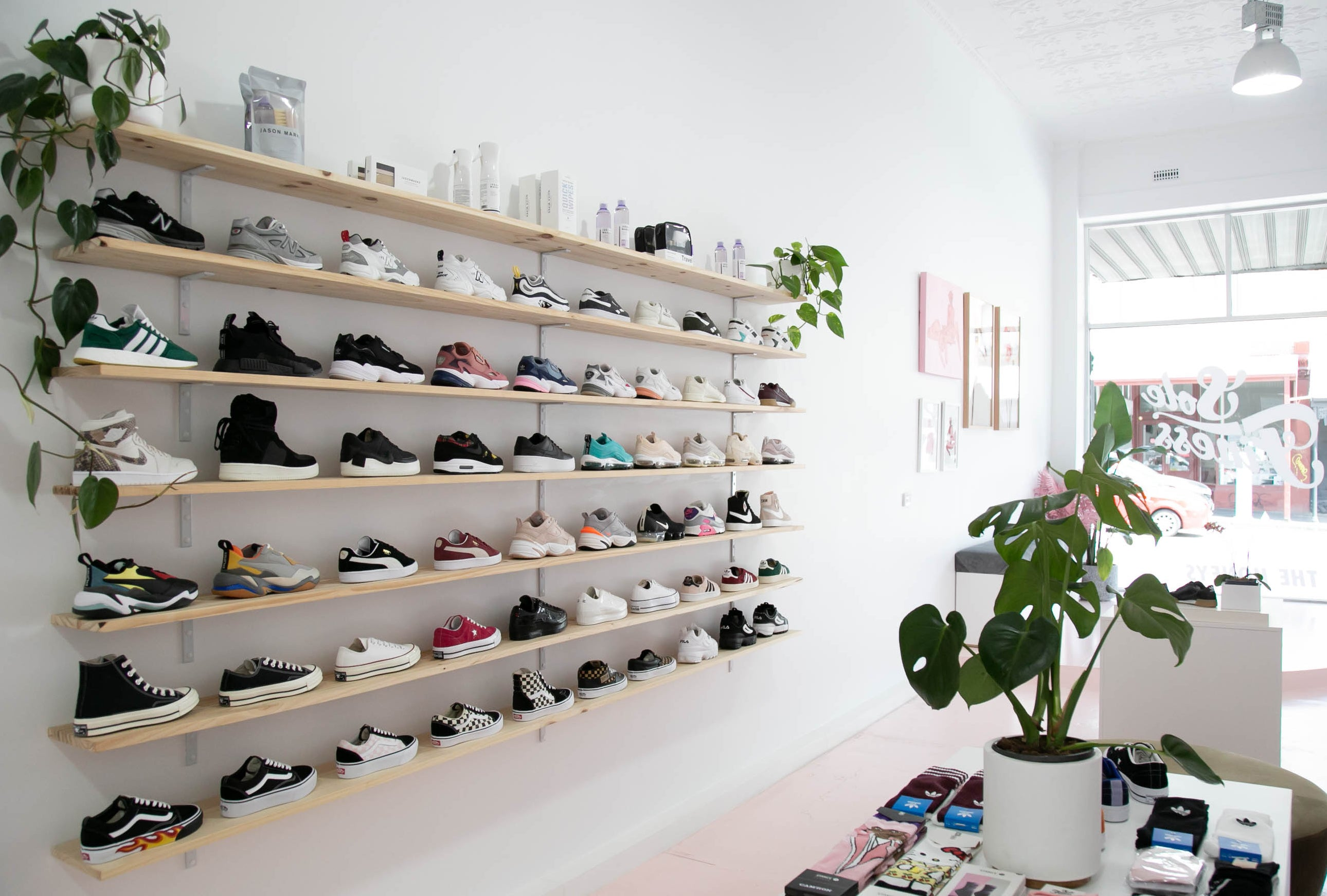 /blogs/for-the-honeys/style-sole-finess-end-of-year-sneakers-sale