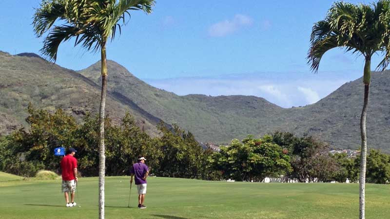 Hawaii Kai Green  and great views of mountains