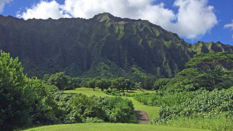 Ko'olau par 4 5th hole with 2 fairways to choose