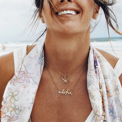 La Luna Rose x Goldfish Kiss Collaboration Hibiscus Hawaii Necklace in Gold