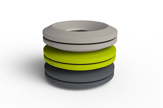 Cableyoyo comes in light grey, lime green and dark grey.