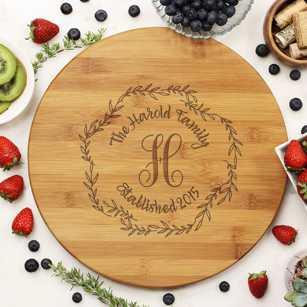 "Round Cutting Board ""Harold Family Wreath"""