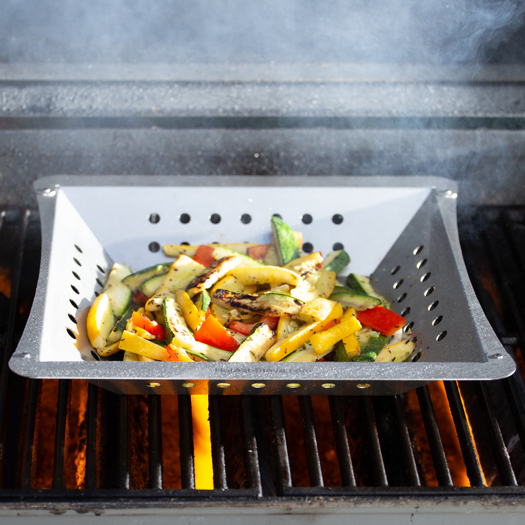 Grilled vegetables with fire and smoke
