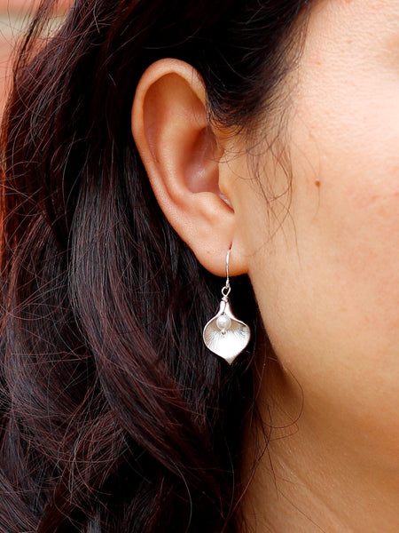 Calla Lily Pearl Earrings