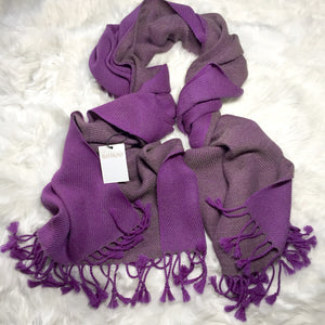 Reversible shawl with two colors purple and grey made of 100% Peruvian alpaca wool