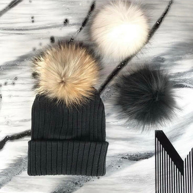 Une Tuque Doublée, 3 Pompons pour Adulte | One Beanie, 3 Pompons for Adult