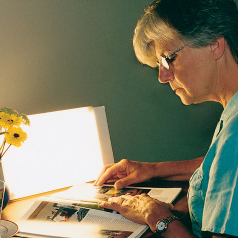 Northen Lights TRAVelite 10,000 Lux SAD Light Therapy Desk Lamp