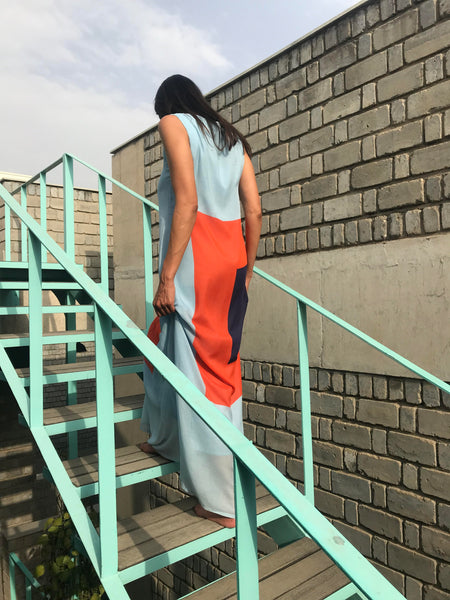 SLEEVELESS PLEAT DRESS, LIGHT BLUE COLOR BLOCK - SAAKI