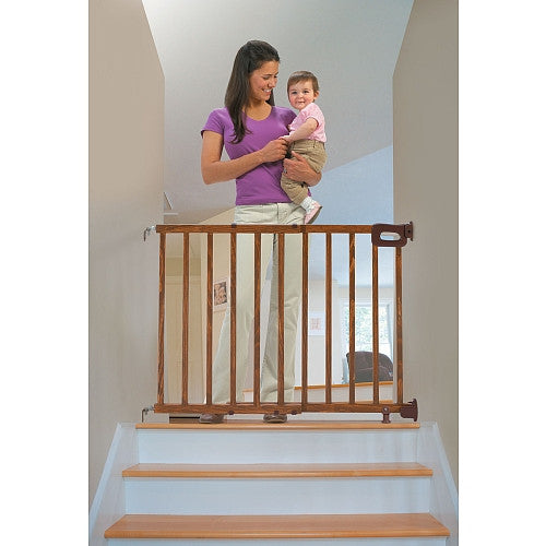 Summer Infant Deluxe Wood Stairway Gate - Kacz' Kids - 2