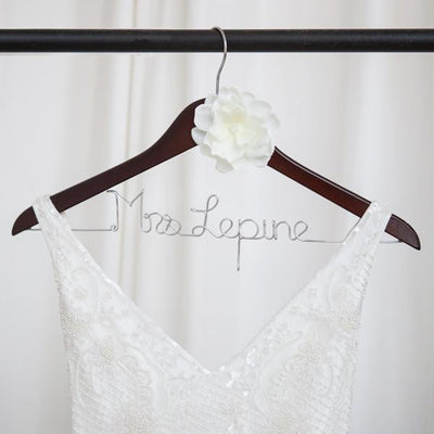 wedding dress hangers, personalized bridal hangers, bridal shower gifts, best engagement gifts, bride gift ideas, unique bridal gifts, gifts for brides, best wedding dress hagners