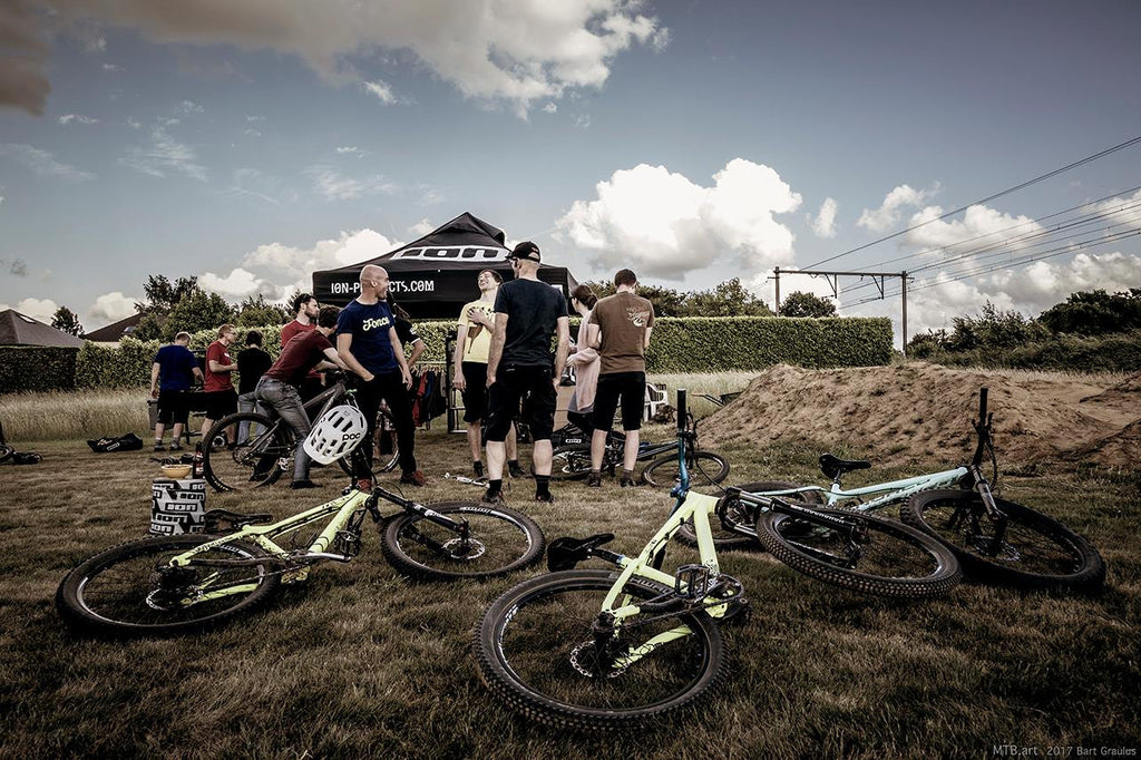 Bikes, friends, beers and a pumptrack