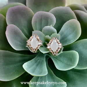 SOLITAIRE GOLD: ART DECO EAR STUDS