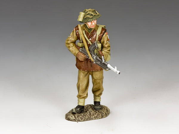BBB005 - Walking Bren Gunner, Battle of the Bulge British, King & Country - Piers Christian Toy Soldiers - 1