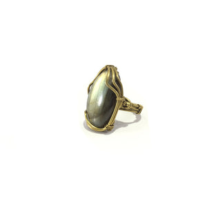 Hancrafted ring with brass wire and labrodorite stone