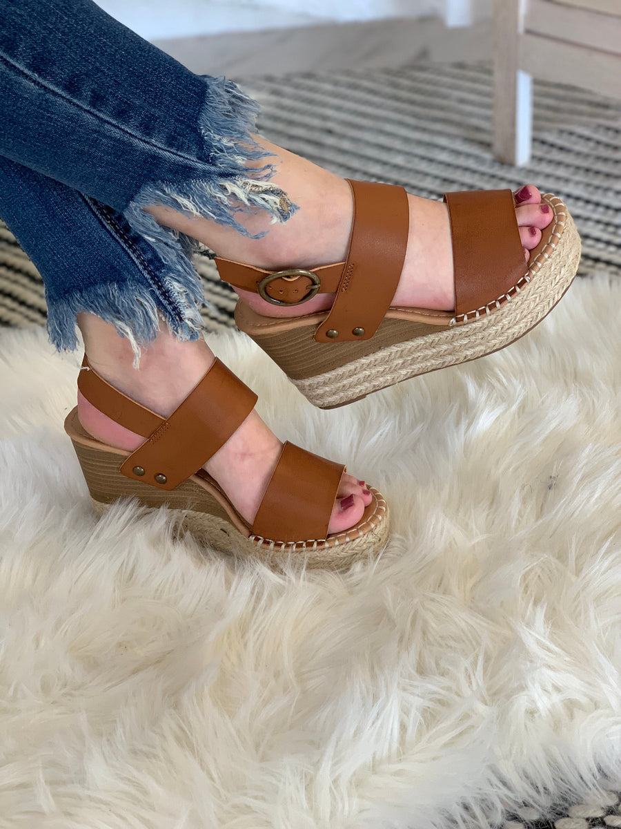 Lets Day Trip Wedges: Tan - ShopSpoiled