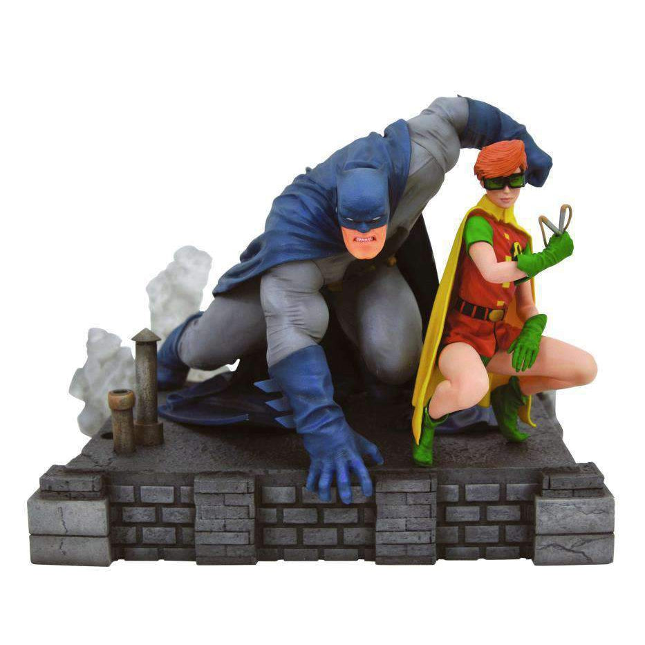 DC Gallery Batman & Robin (Carrie Kelly) Deluxe Diorama - JULY 2019