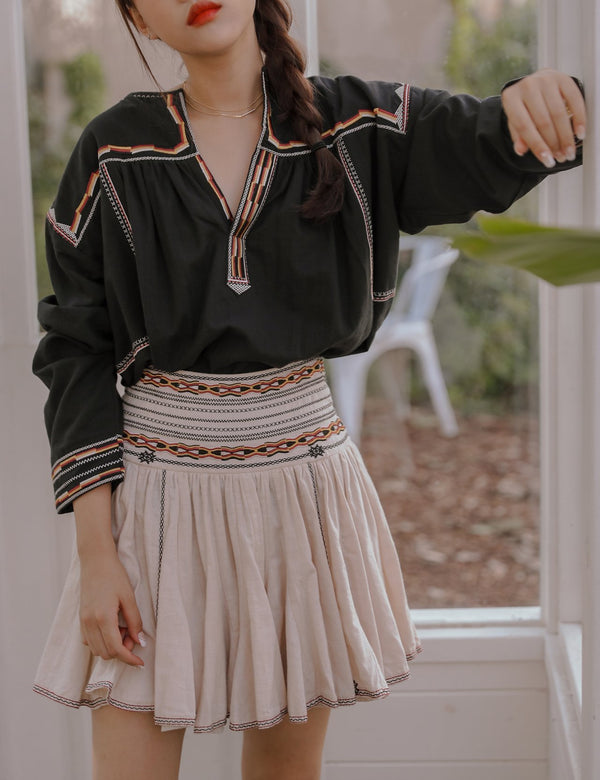 LINE EMBROIDERED BLOUSE