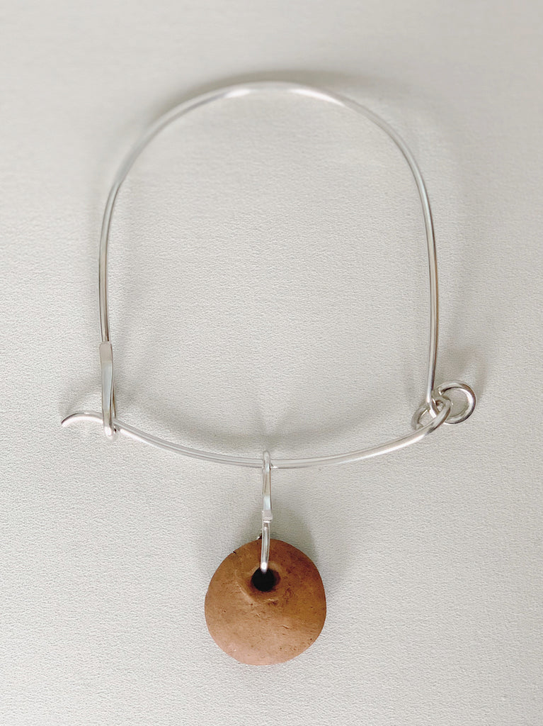 MLHT NECK RING WITH CERAMIC PENDANT