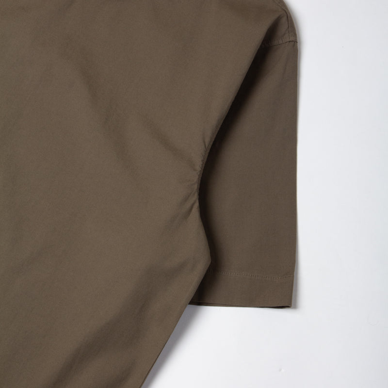 Caddy Tee In Olive Stretch Woven Cotton sleeve detail