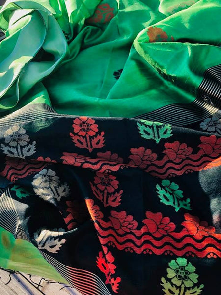 Pure Handloom Silk Green Saree with Floral Motifs with Black Aachal with Tassels