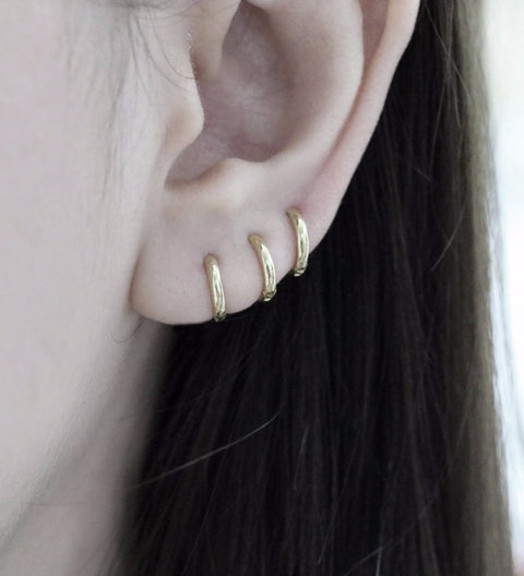 Small Hoop Earring / Gold