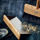 'Floating' Dustpan for Broom & Bracket